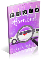 Blitz Sign-Up: Photo Bombed by Daria White